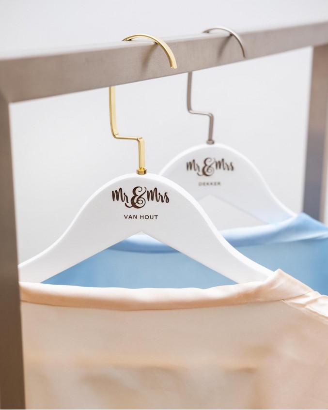 Graveerbare kledinghanger Mr & Mrs goudkleurig
