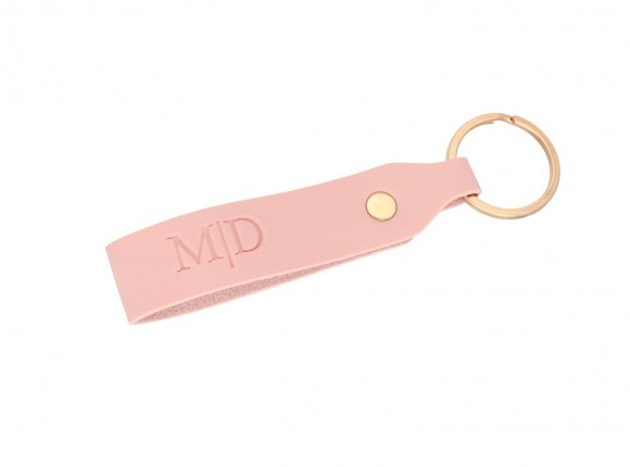 Leren sleutelhanger met letters roze