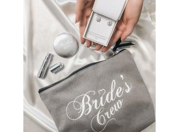 Zilveren parfumverstuiver met daarop bride's crew gegraveerd