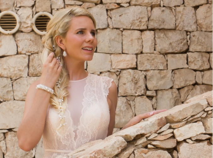 bruid met sieraden van drks