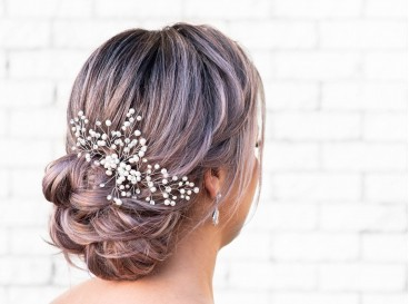 Big and beautiful hairpiece in a bride with blonde hair