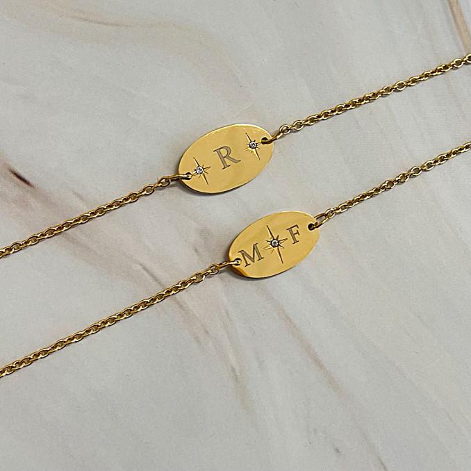 Trendy armbandjes met jouw letter en een steentje