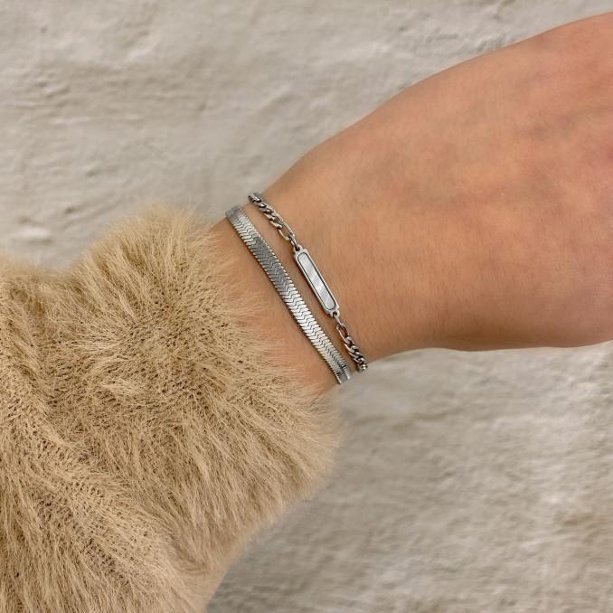 Armbanden mix met parelmoer om pols