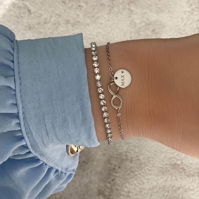 Mix van zilveren armbanden om pols