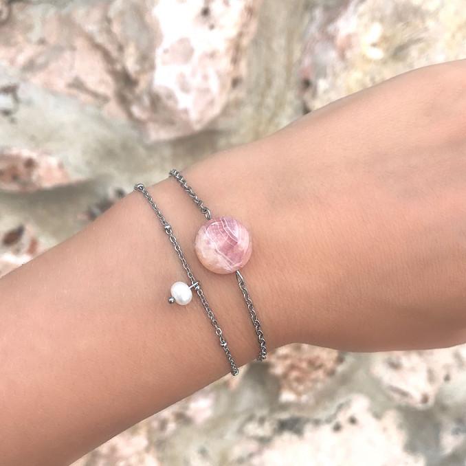 Mooie armband met parel en steen voor om de pols