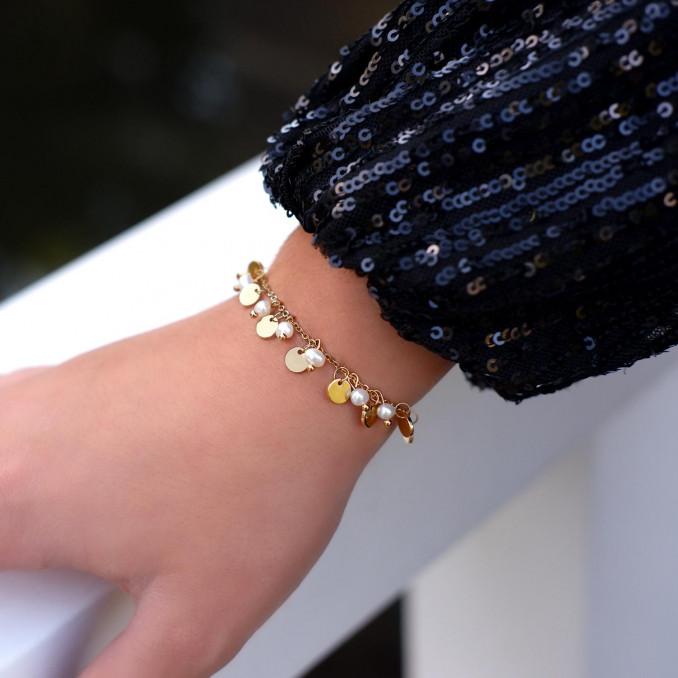 Mooie parel armband voor een party look voor om de pols