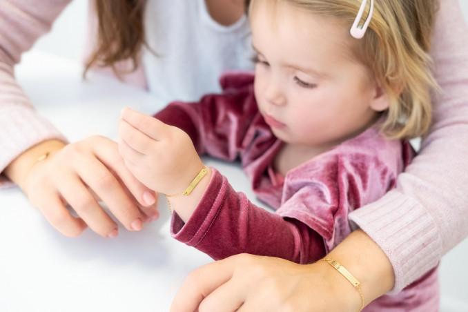 Mooie gouden armband voor om de pols voor een complete look