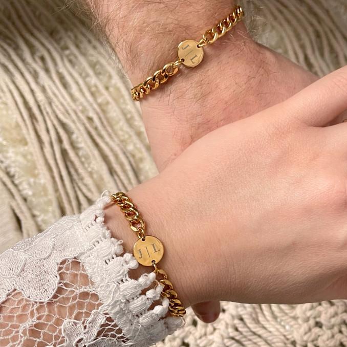 Goudkleurige koppel armbanden om te delen met jouw geliefden