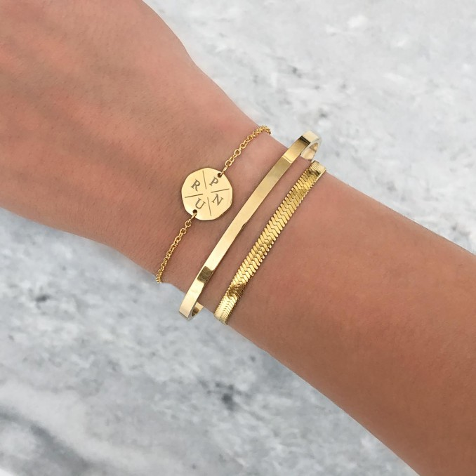 Trendy armbandjes om de pols voor een complete look