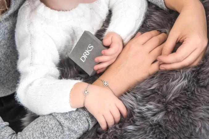 Zilveren klaver armbandjes voor moeder en dochter om pols