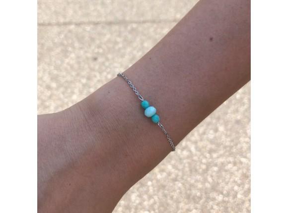 armbandje met drie mint gekleurde steentjes