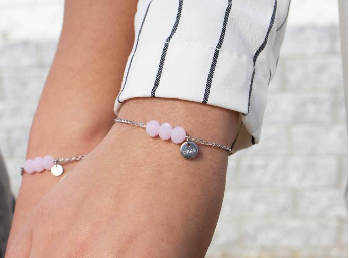 Moeder & dochter armbanden met roze kraaltjes