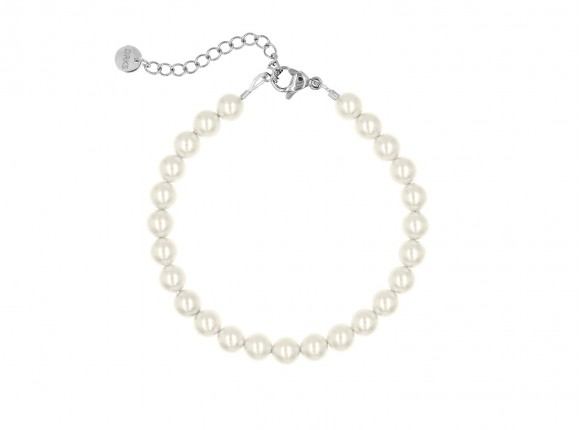 Beautiful faux pearl bracelet in ivory for any occasion