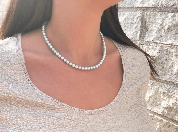 Klassieke ketting met lichtblauwe faux pearls