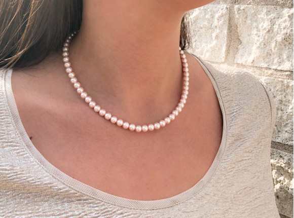 Elegant necklace with pink faux pearls
