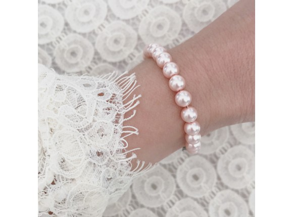Beautiful faux pearl bracelet for any occasion