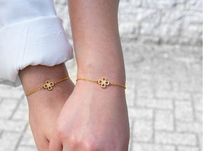 Moeder en dochter met matching armband