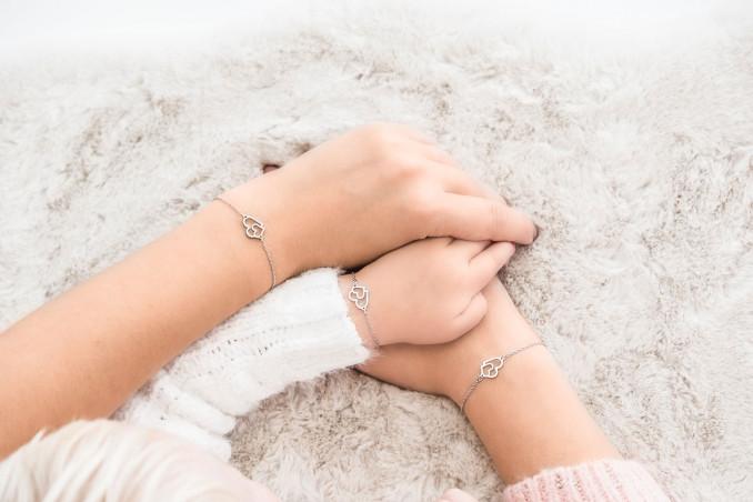 Zilveren moeder en dochter armband voor om de pols met de hele familie
