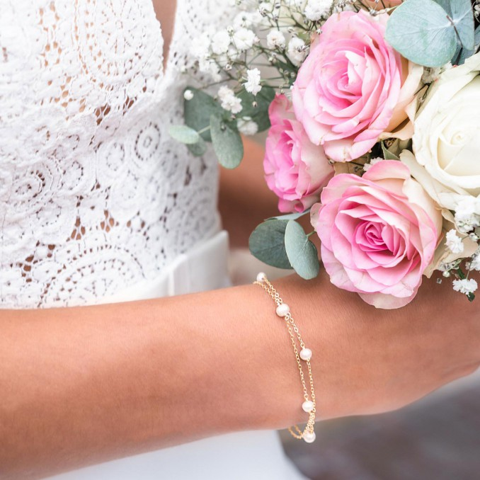 Gouden belle armband met parels om de pols voor bruidsdag