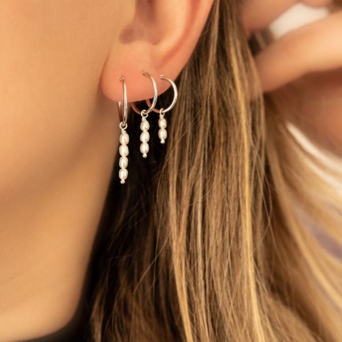 Mooie earparty met sterling zilveren oorringetjes met parels