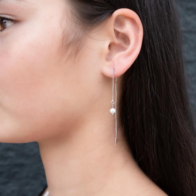 Lange elegante oorbellen met parel als hanger