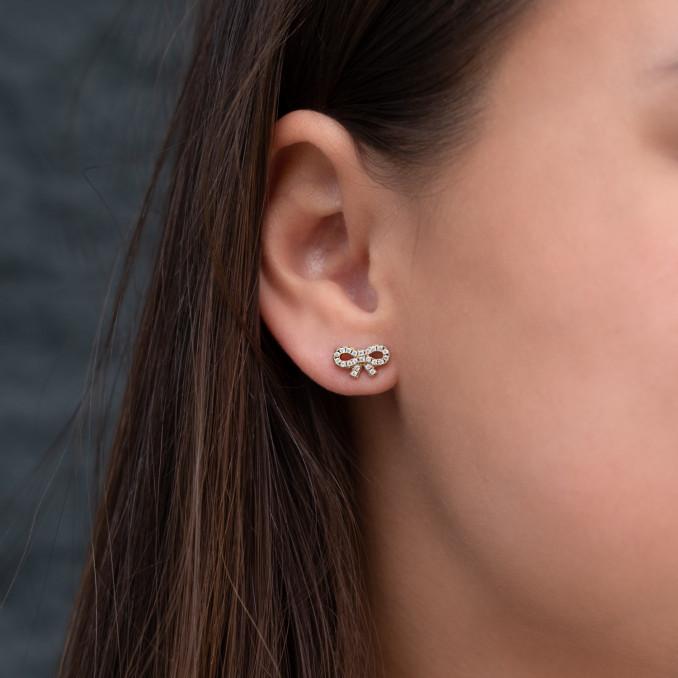 Oorbellen met Strik en Steentjes in het oor