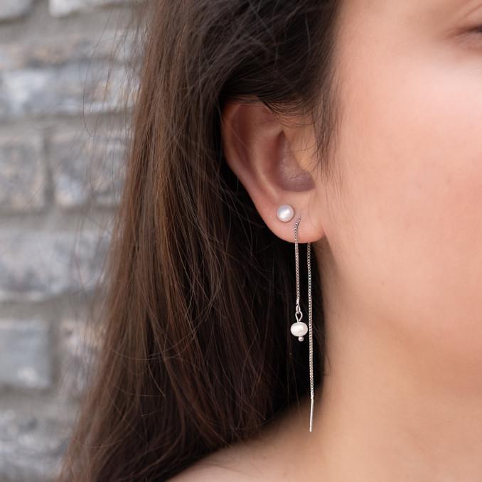 Parel oorbellen lang in combinatie met andere oorbellen