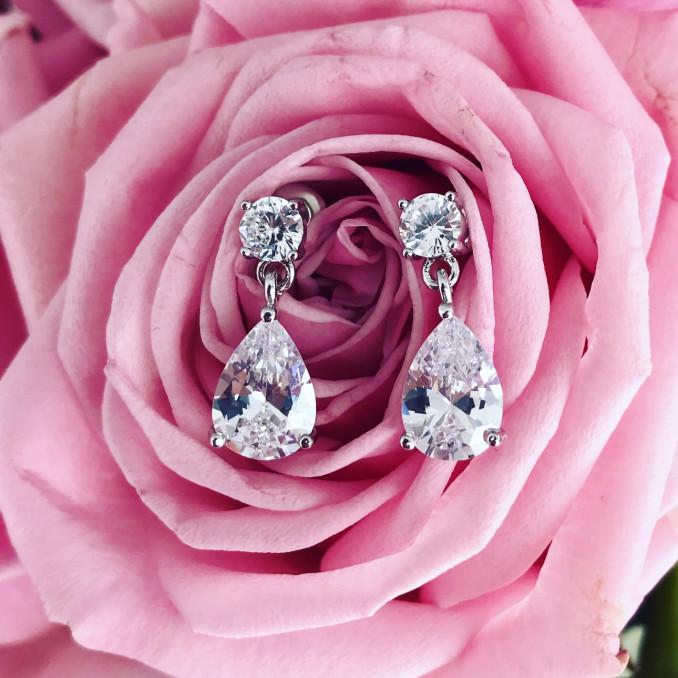 Kleine zilveren bruidsoorbellen met roos