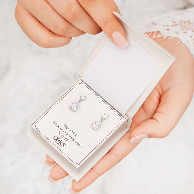 Daily luxury oorbellen in sieradendoosje met persoonlijke tekst