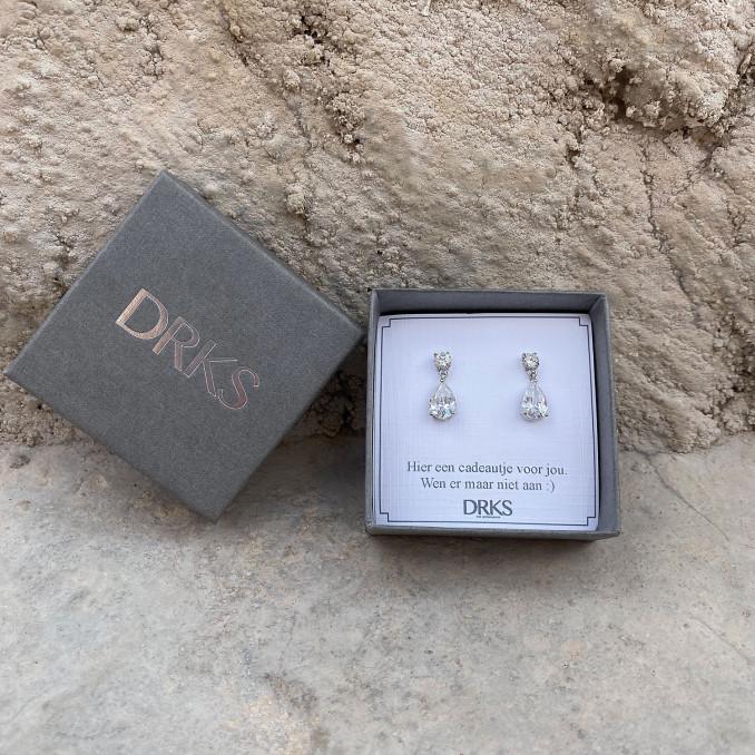 Mooie sparkle oorbellen in een sieradendoosje met tekst