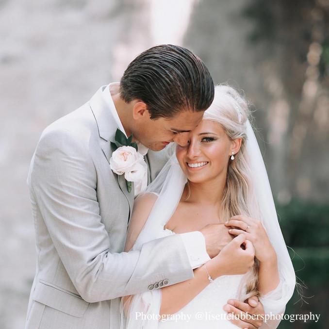 Mooie daily luxury oorbellen bij een bruid