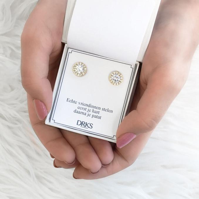 Gouden sparkle oorbellen in een sieradendoosje met tekst