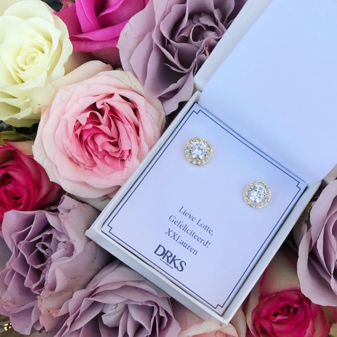 Luxe gouden oorknopjes in sieradendoosje met bloemen