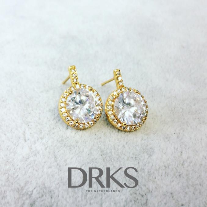 Goudkleurige daily luxury oorbellen voor de bruid