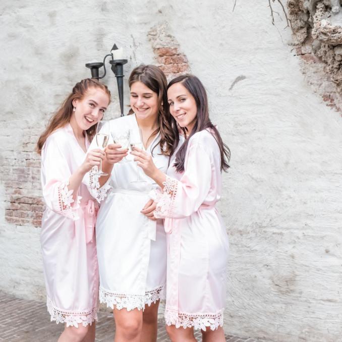 Mooie kimono's voor de bruid om samen te delen