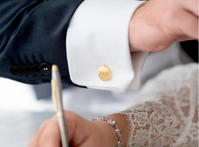 Mooie graveerbare manchetknopen voor bij het pak van de man