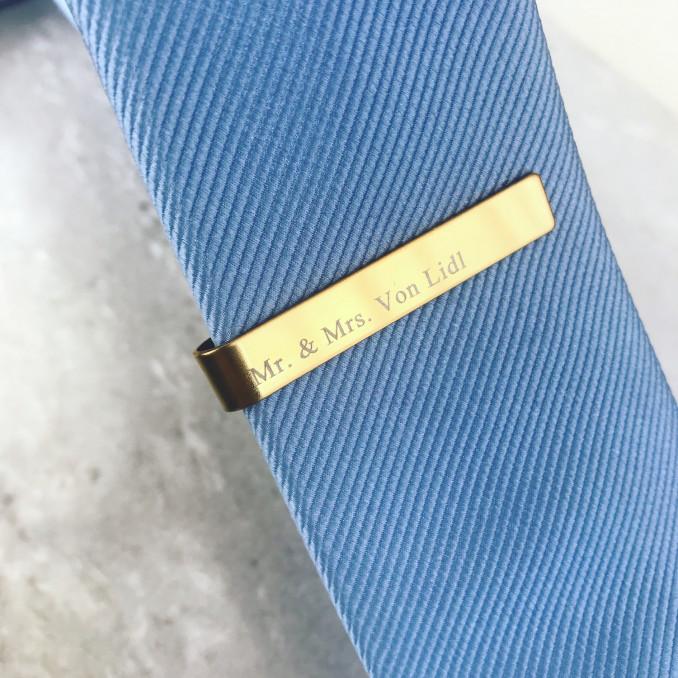 Goudkleurige dasspeld met stropdas