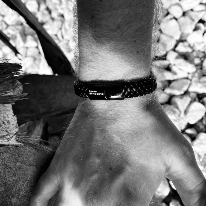 Trendy leren armband om te kopen voor een complete look
