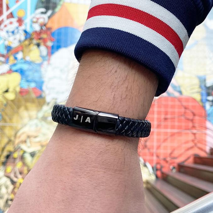 Mooie armband met gravering voor hem om te kopen