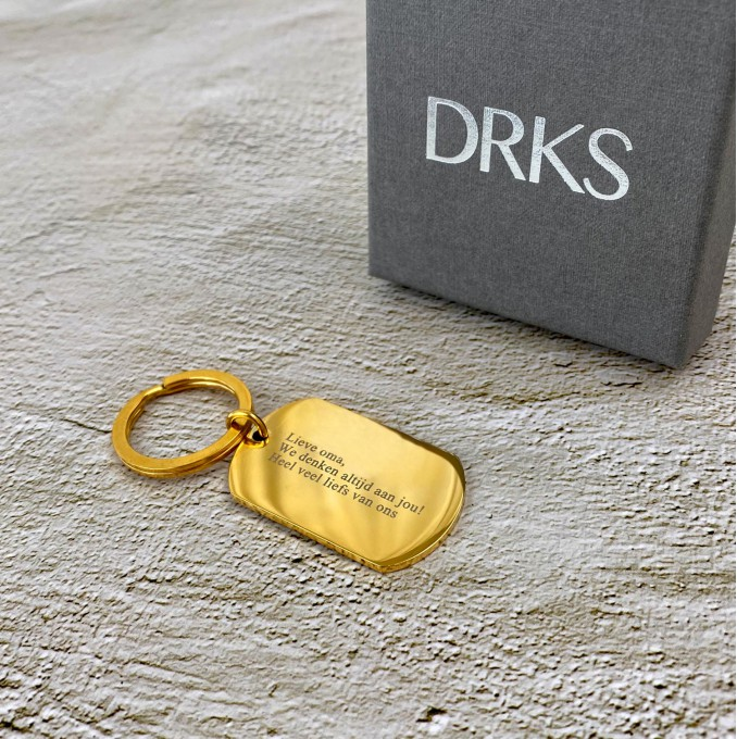 Trendy sleutelhangers in een gouden kleur met jouw gravering