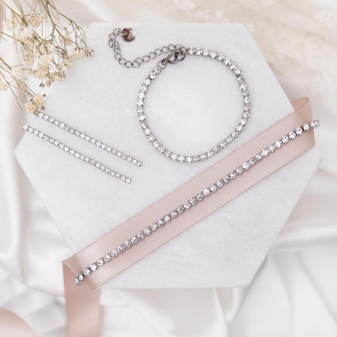 Trendy mix van sieraden in het zilver kleurig
