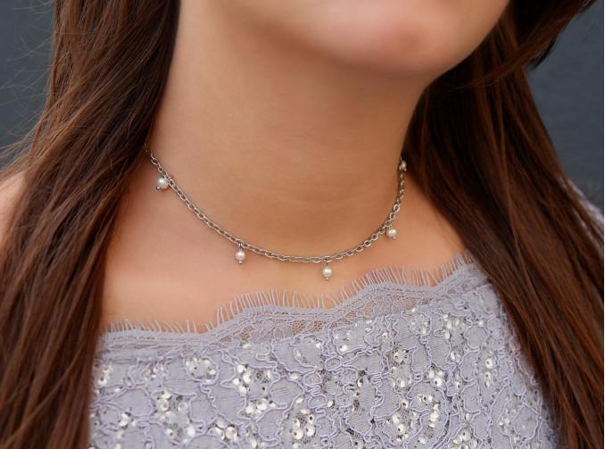 Zilveren ketting met parels voor om de pols voor een complete look