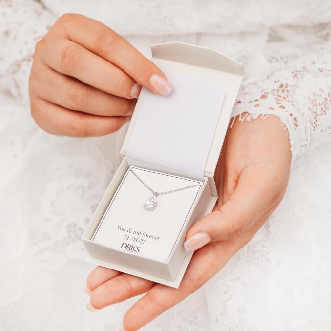 Mooie zilveren ketting in een sieradendoosje met persoonlijke tekst