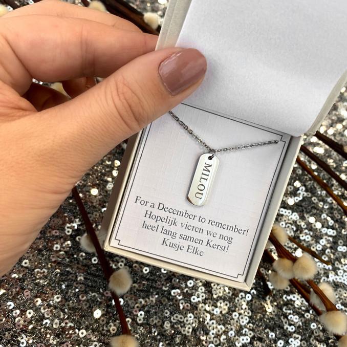 Mooie graveerbare ketting in een sieradendoosje met persoonlijke tekst