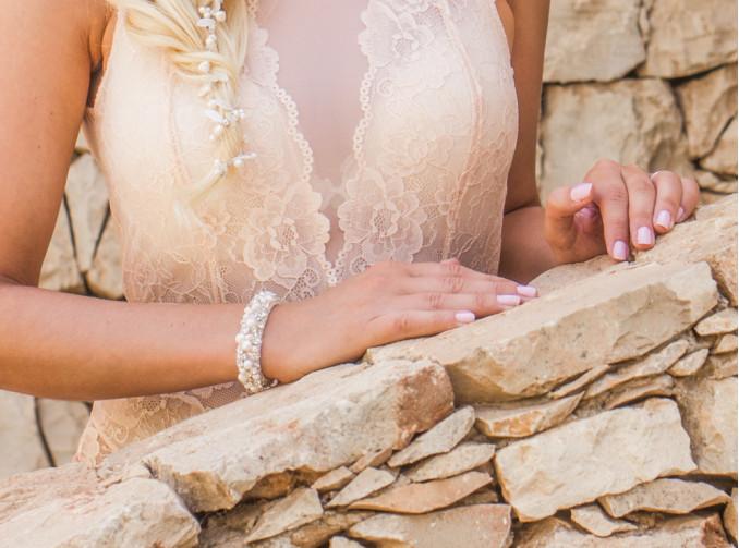 bruid met armband van drks