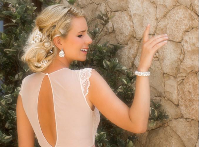 bruid met mooie sieraden van drks