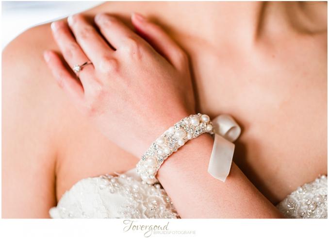 witte armband met strik