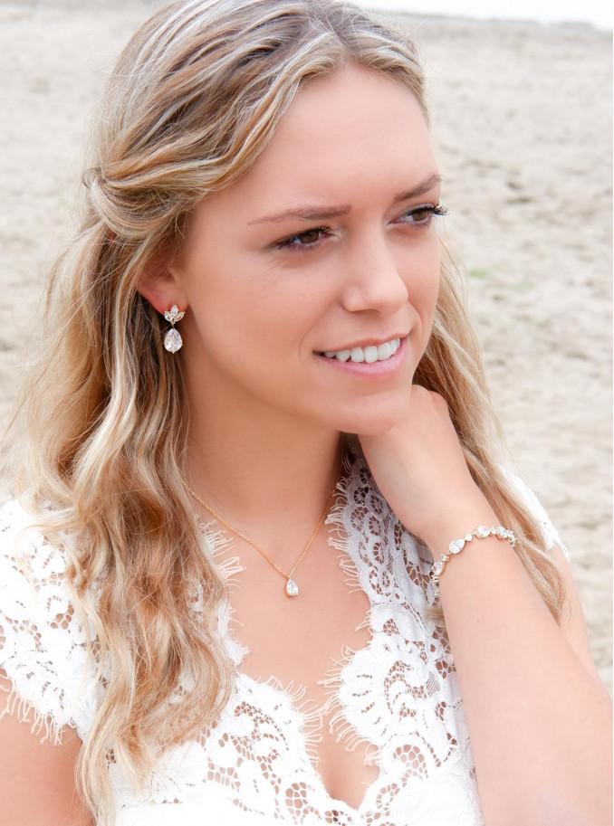 Mooie ketting voor de bruid gecombineerd met oorbellen