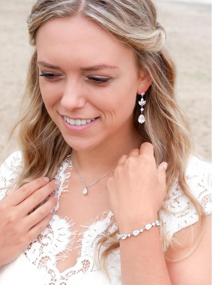 Mooie sieraden voor de bruid om te kopen in een zilveren kleur