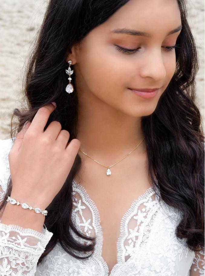 Prachtige sieraden set voor de bruid in een gouden kleur